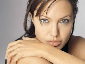 b2ap3_thumbnail_angelina-jolie-breast-cancer-surgery